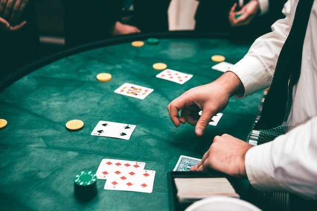 How Online Casino Serves & How to Play Baccarat